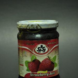 مربای توت فرنگی محصول یک و یک